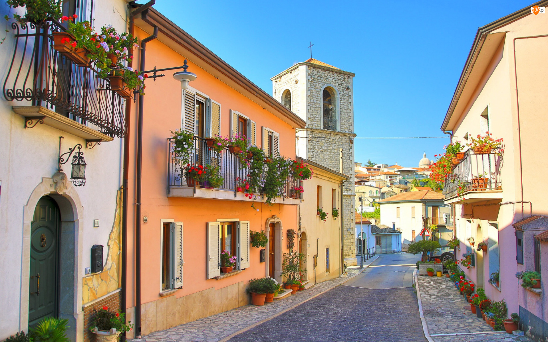 Włochy, Domy, Prowincja Avellino, Balkony, Fontanarosa, Wieża, Ulica, Kolorowe, Kwiaty