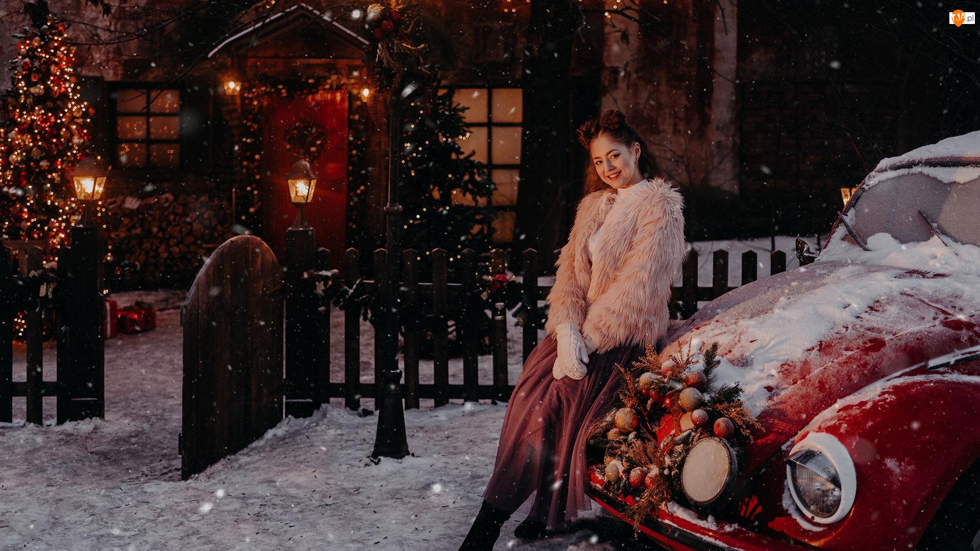Kobieta, Śnieg, Dom, Samochód, Drzewo, Boże Narodzenie, Uśmiech