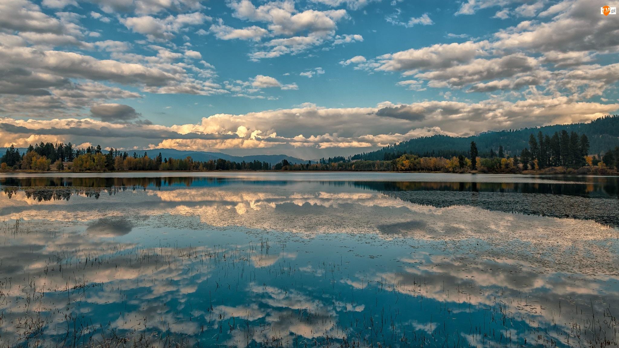 Jezioro, Jesień, Drzewa, Odbicie, Góry, Chmury