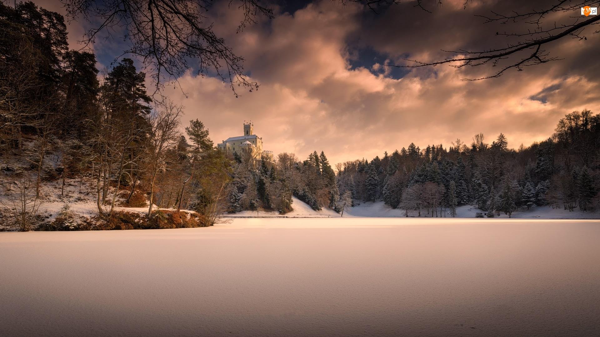 Zamek Trakoscan, Chorwacja, Jezioro, Chmury, Zima, Drzewa