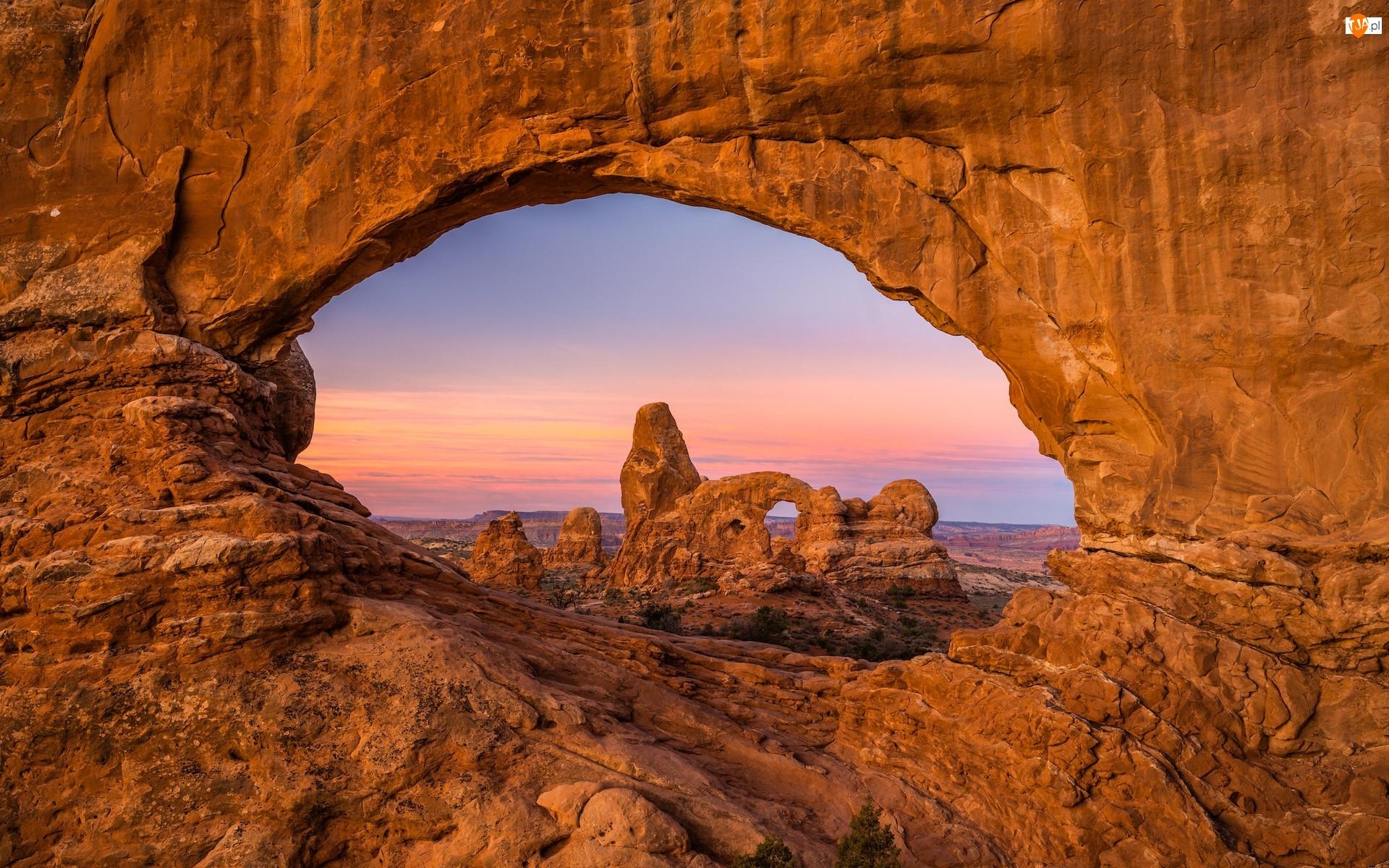 Wschód słońca, Utah, Skalne, Turret Arch, Łuki, Park Narodowy Arches, Skały, Stany Zjednoczone, Formacja skalna
