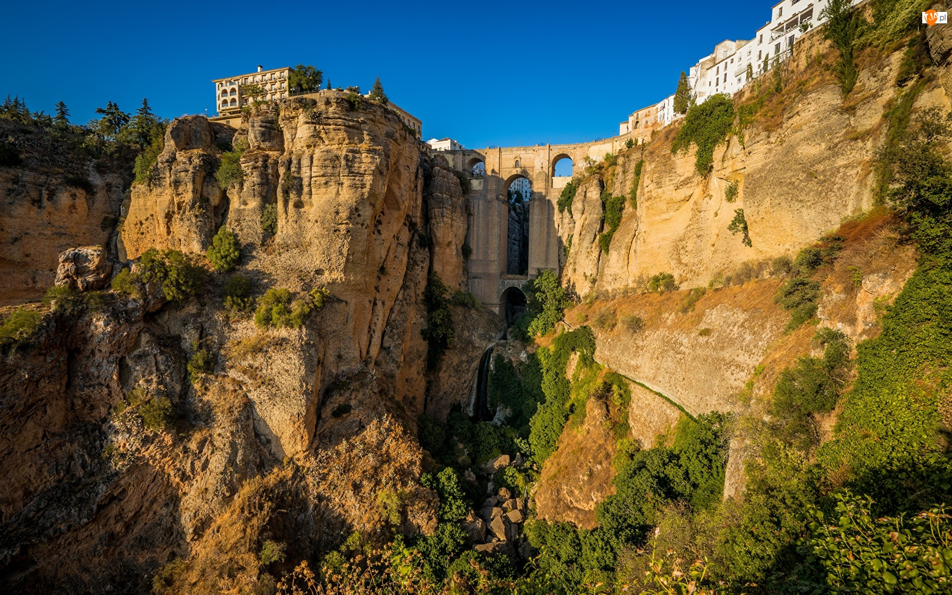 Prowincja Malaga, Skały, Wąwóz Tajo, Andaluzja, Domy, Most Puente Nuevo, Hiszpania, Miasto Ronda