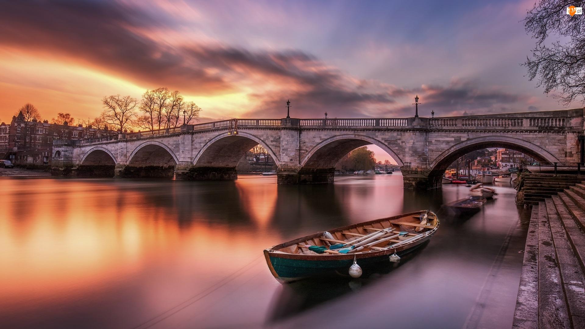 Anglia, Most, Richmond, Zachód słońca, Chmury, Richmond Bridge, Łódka, Rzeka Tamiza, Drzewa
