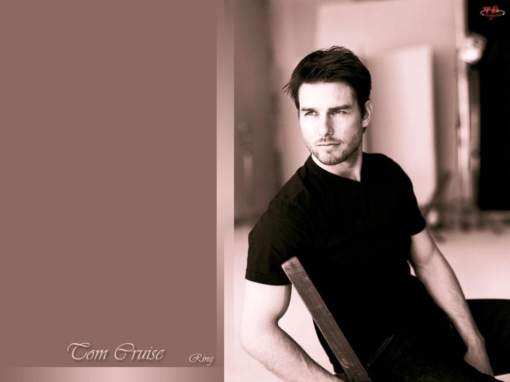 Tom Cruise, czarna koszulka