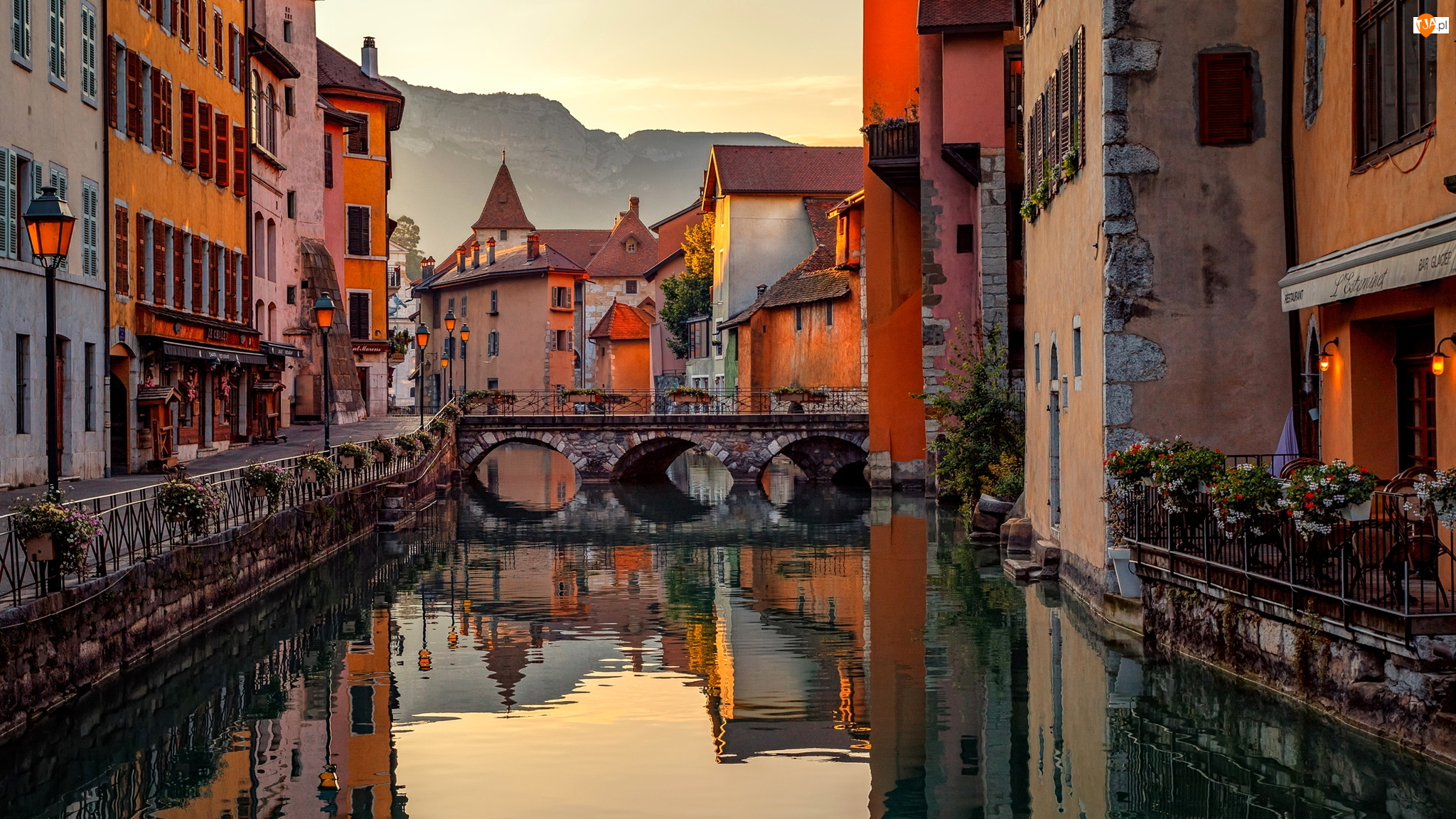 Mostek, Rzeka, Domy, Kolorowe, Kanał