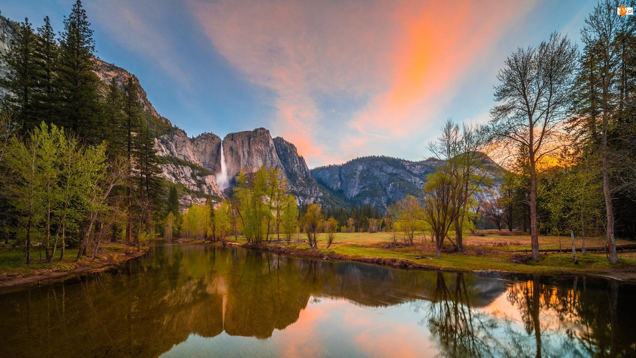 Rzeka, Drzewa, Sierra Nevada, Merced River, Park Narodowy Yosemite, Wodospad, Odbicie, Góry