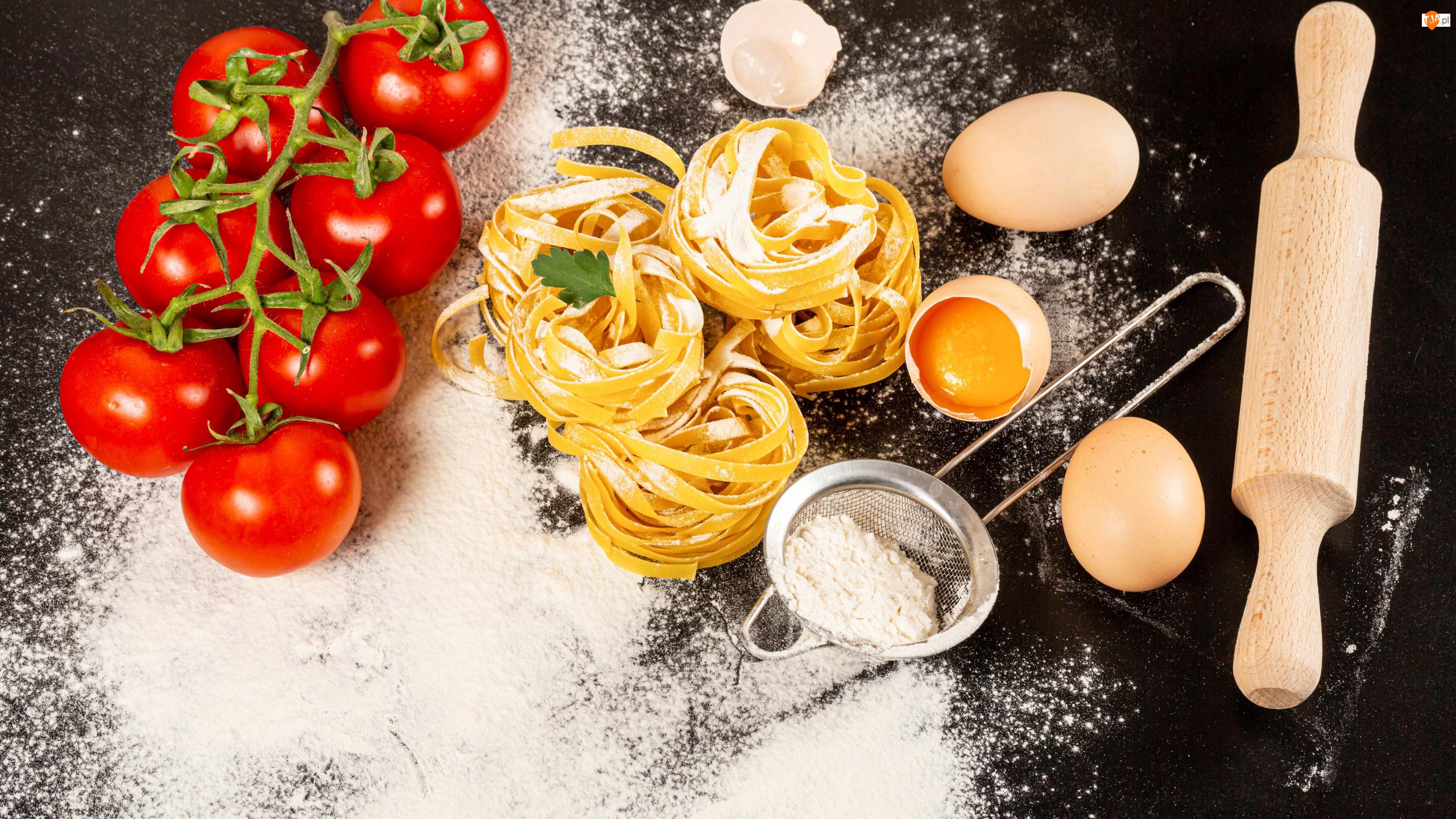 Jajka, Wałek, Makaron, Pomidory, Mąka