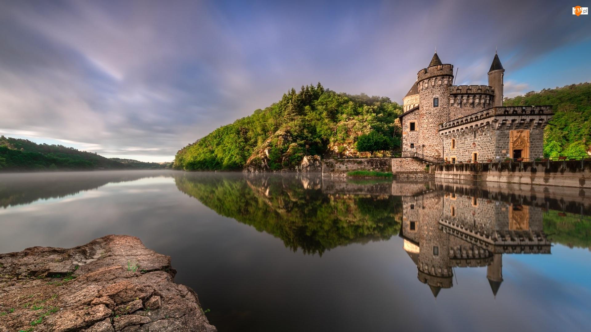 Francja, Mur, Region Owernia-Rodan-Alpy, Chmury, Zamek La Roche, Baszta, Mgła, Jezioro, Drzewa