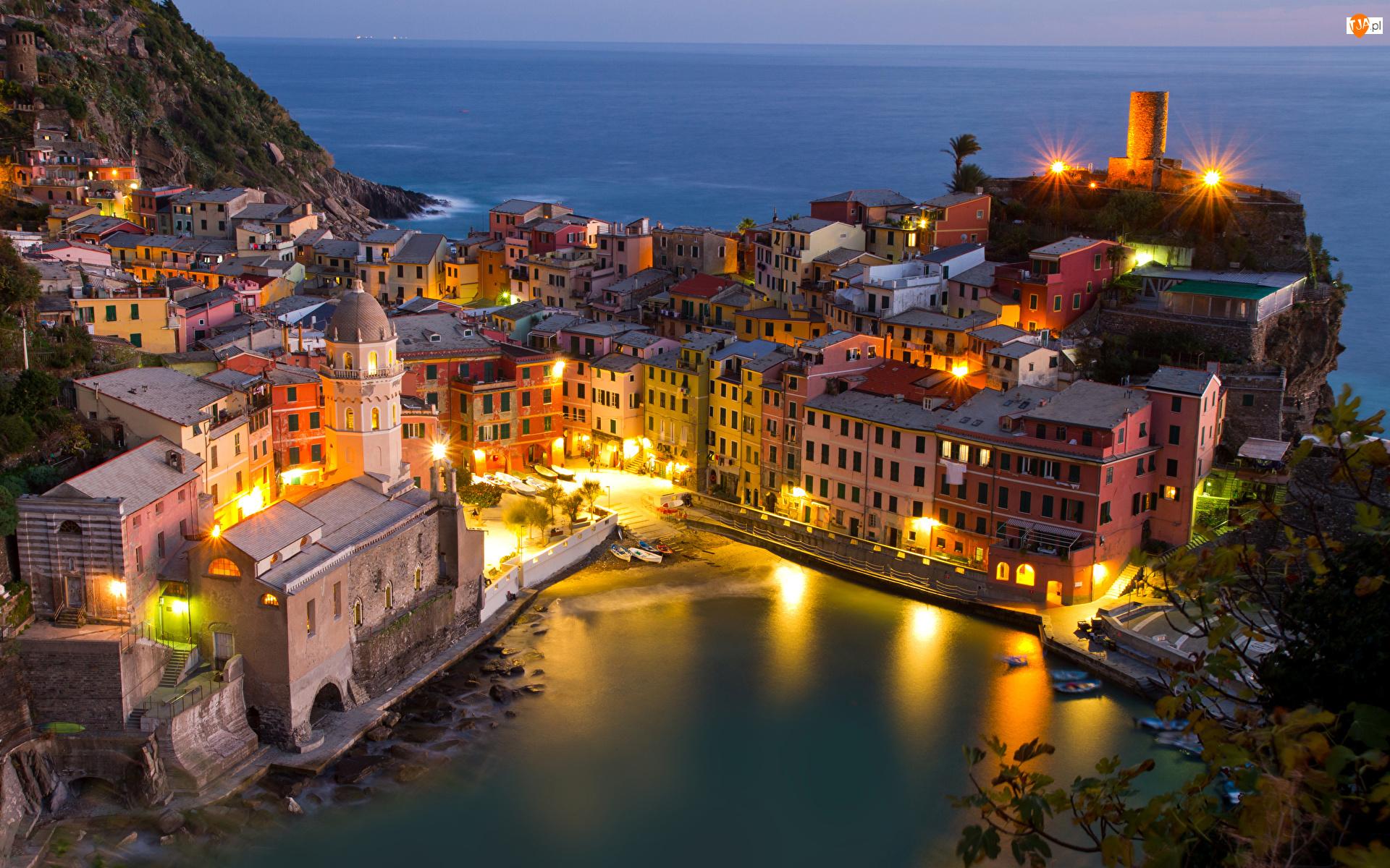 Domy, Noc, Vernazza, Włochy, Oświetlenie