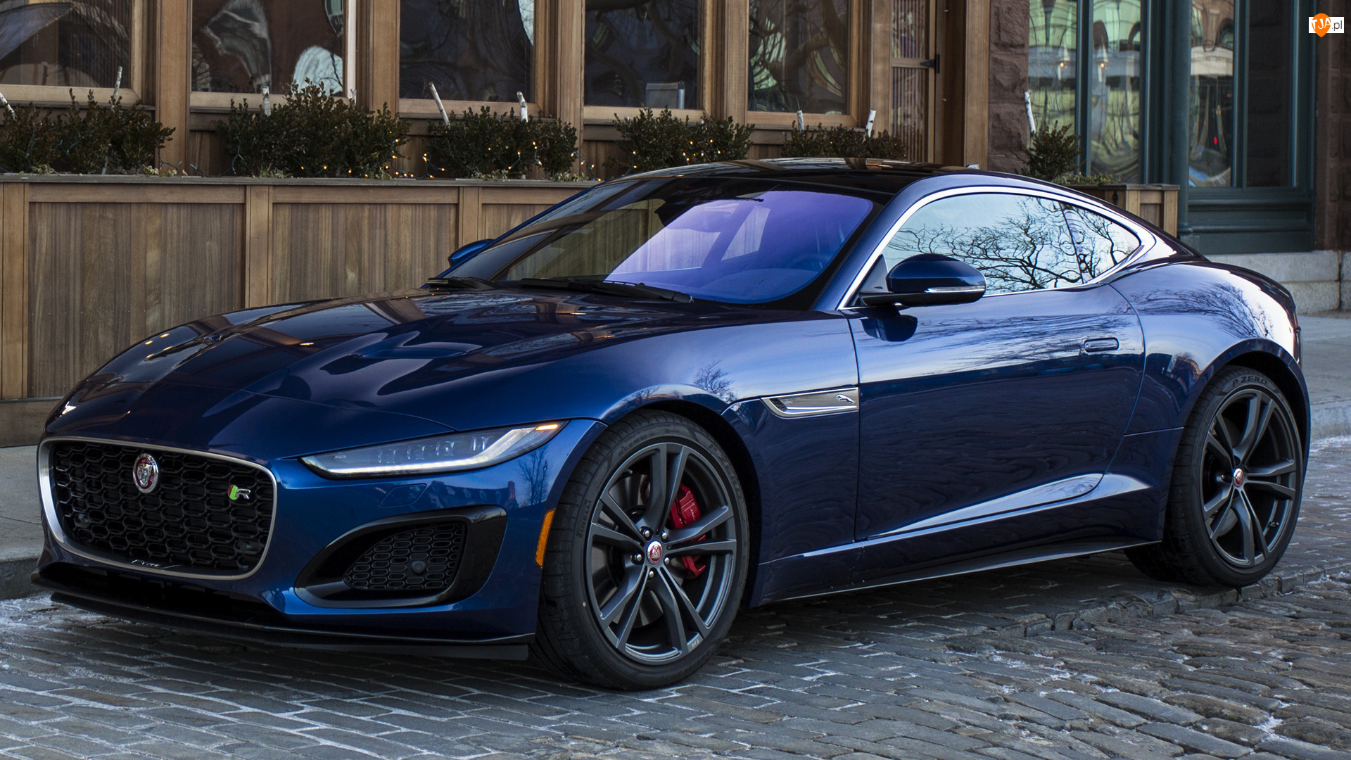 Jaguar F-Type, Granatowy
