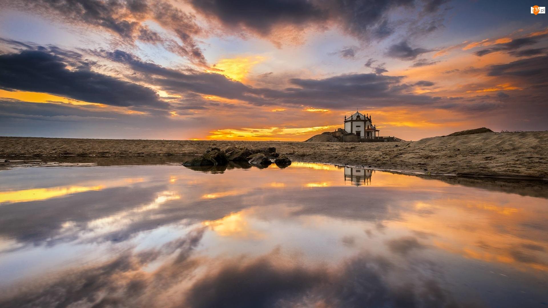 Chmury, Miramar, Zachód słońca, Morze, Skały, Kapliczka, Kościół, Portugalia, Capela do Senhor da Pedra