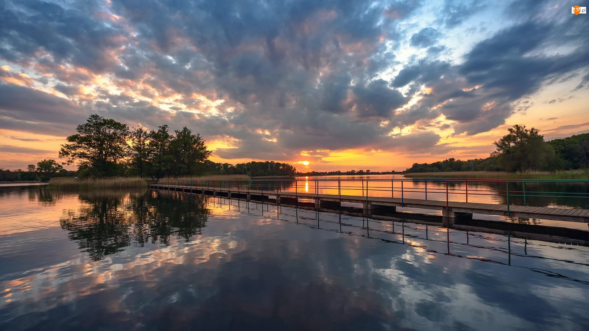 Most, Drzewa, Jezioro, Zachód słońca, Chmury