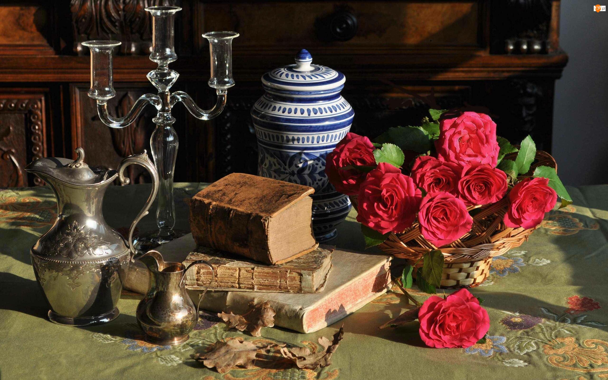 Róże, Koszyczek, Kompozycja, Czerwone, Dzban, Świecznik, Książki