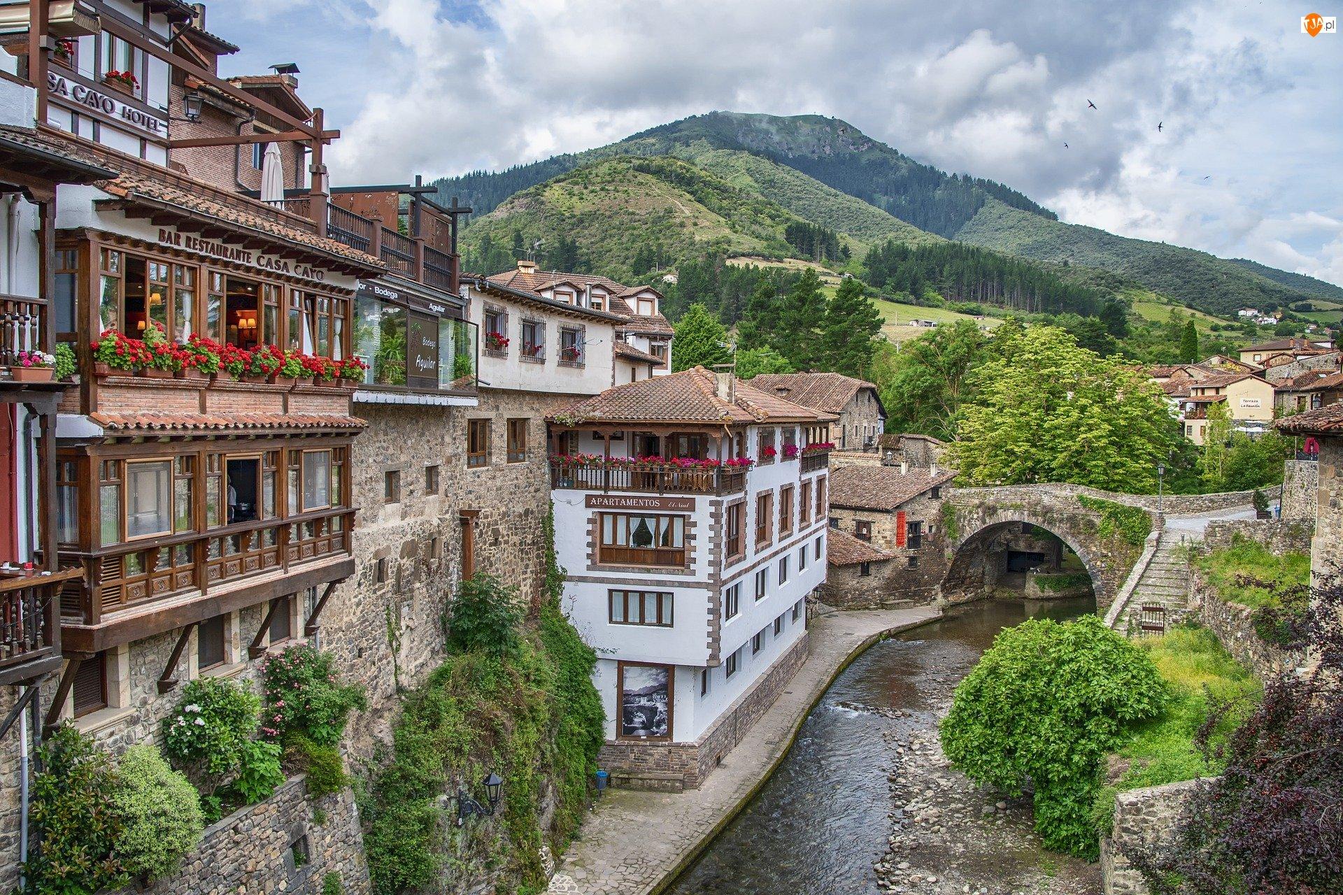Rzeka, Domy, Misto Potes, Hiszpania, Most