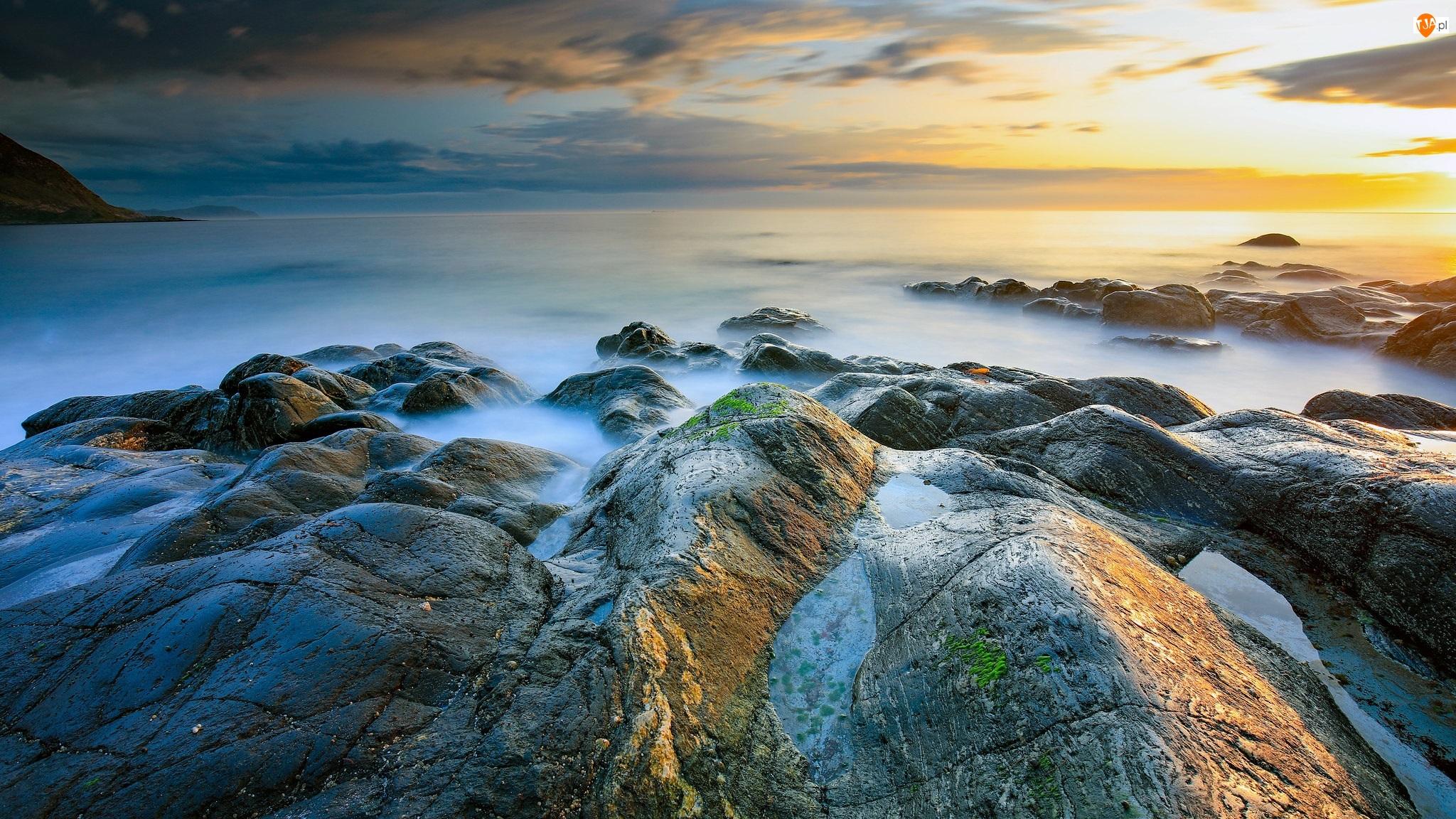 Morze, Wschód słońca, Chmury, Skały