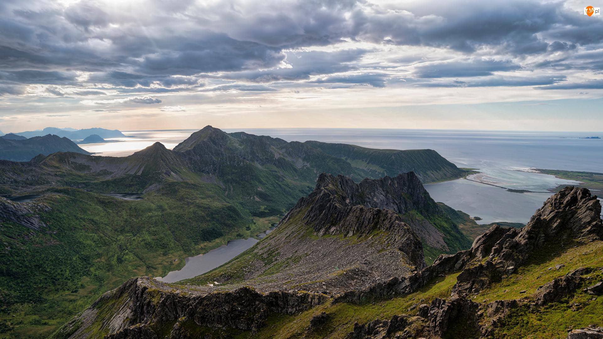 Morze Norweskie, Norwegia, Lofoty, Góry