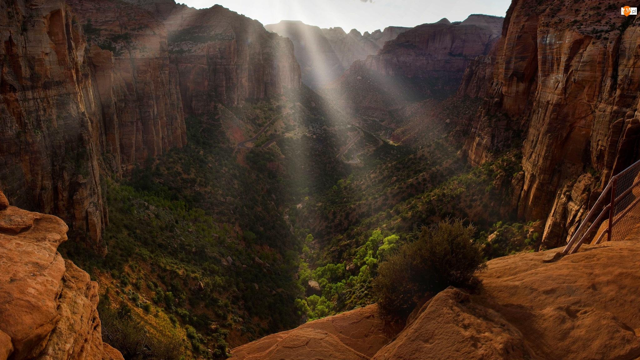Stany Zjednoczone, Zion Canyon, Stan Utah, Park Narodowy Zion, Dolina, Promienie słońca, Rośliny, Kanion, Skały