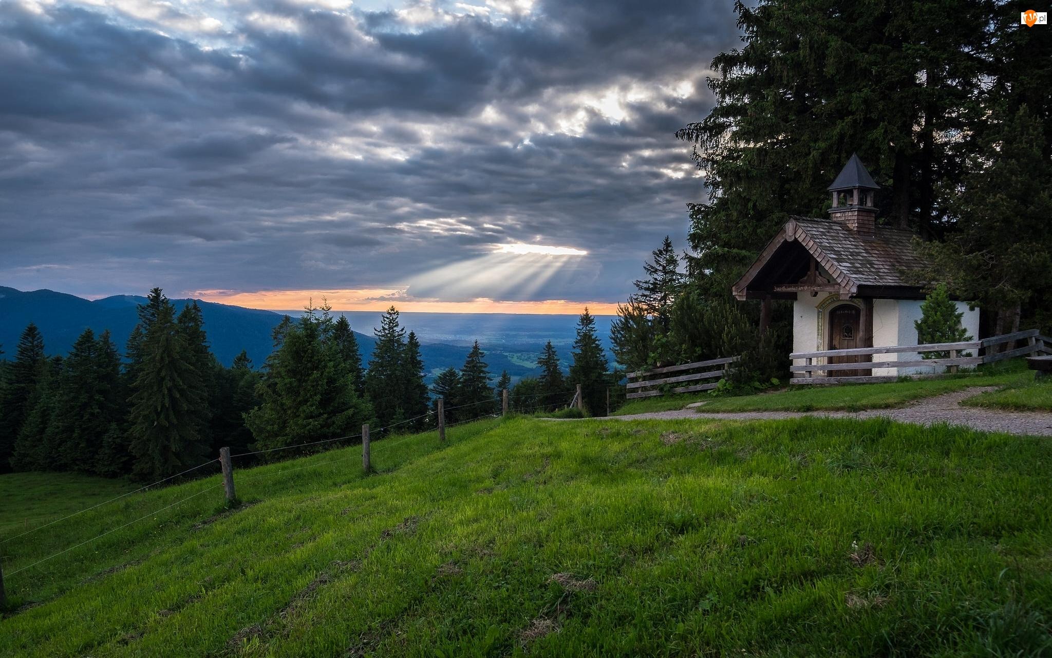 Drzewa, Kaplica, Góry
