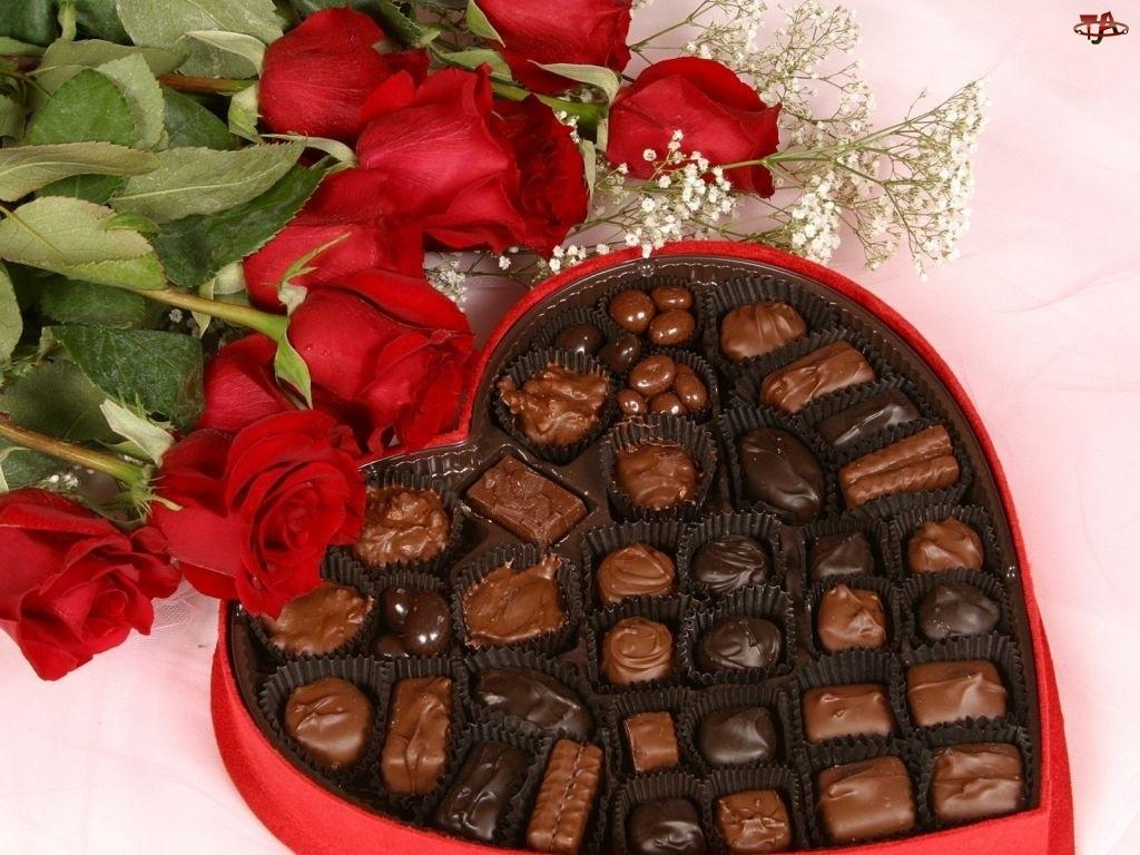 Bombonierka z czekoladkami, Walentynki, Róże