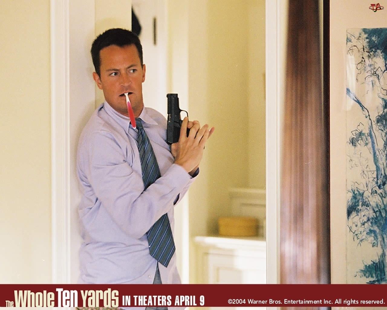 szczoteczka, Mathew Perry, pistolet