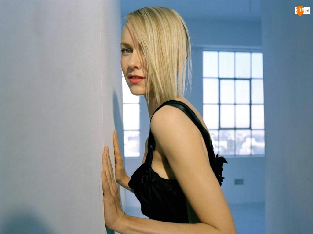 Naomi Watts, Blondynka