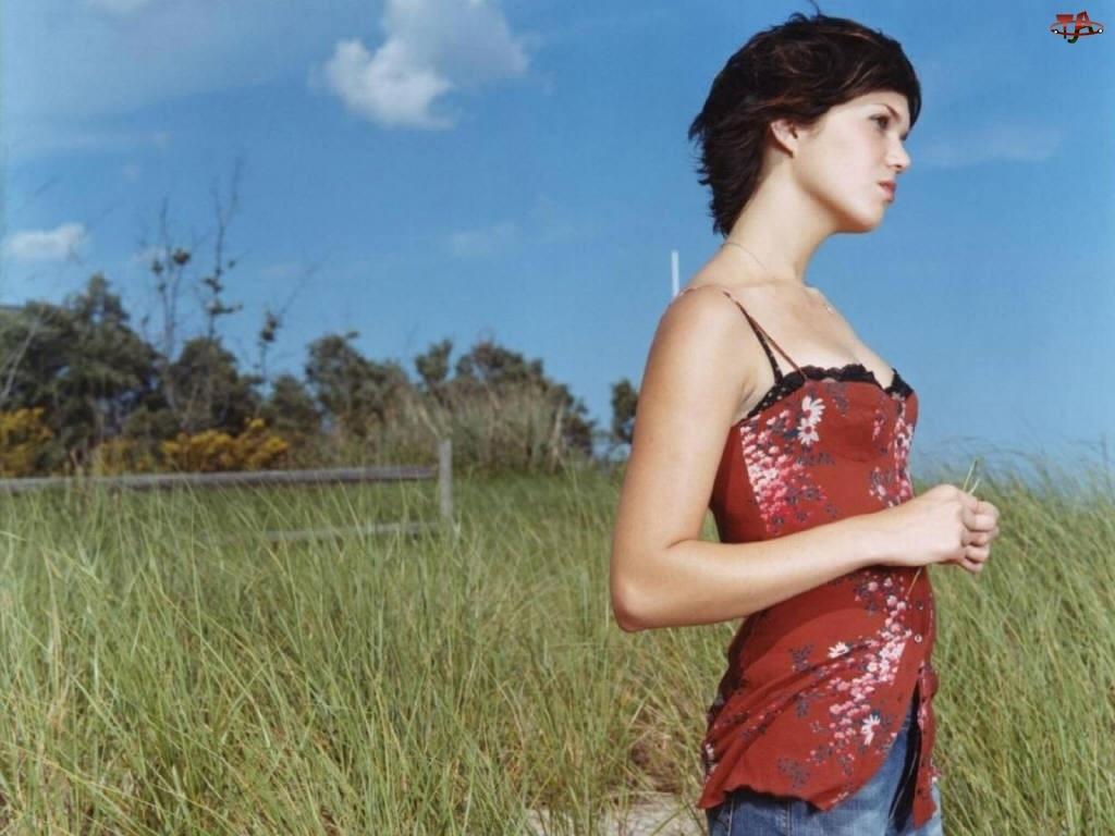 w Kwiatki, Mandy Moore, Czerwona Sukienka