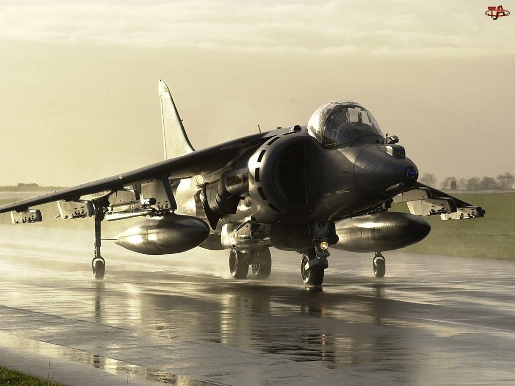 Lotnisko, Hawker Siddeley Harrier, Deszcz