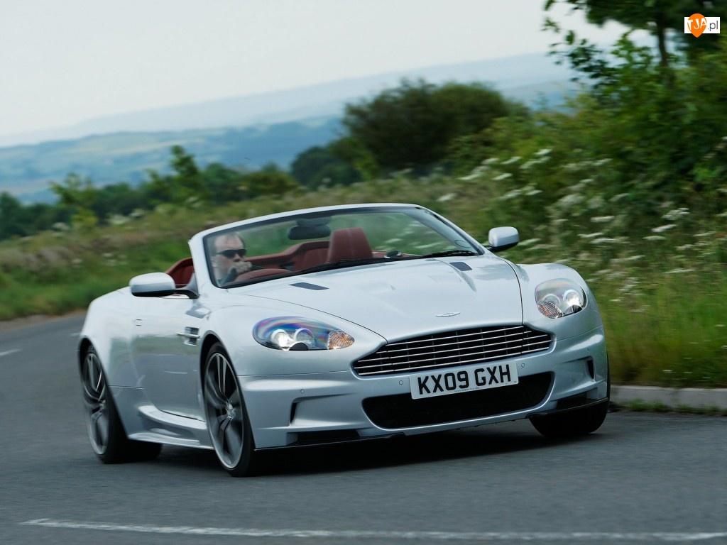 Zakręt, Aston Martin DBS Volante, Ostry