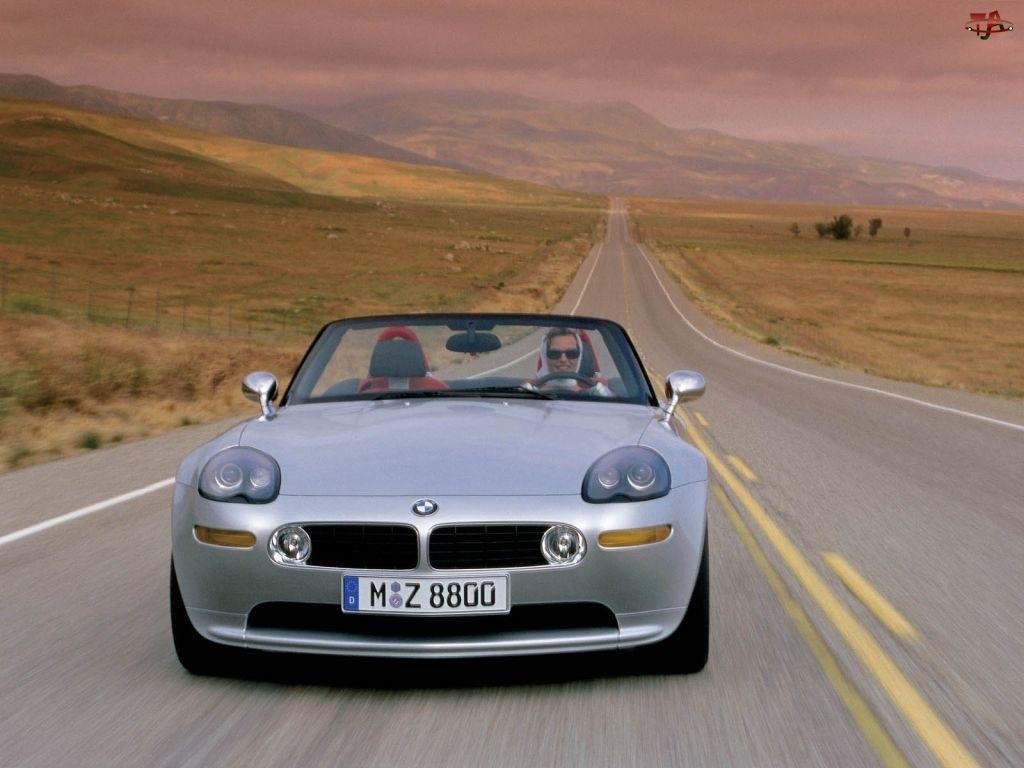 BMW Z8, Ulica