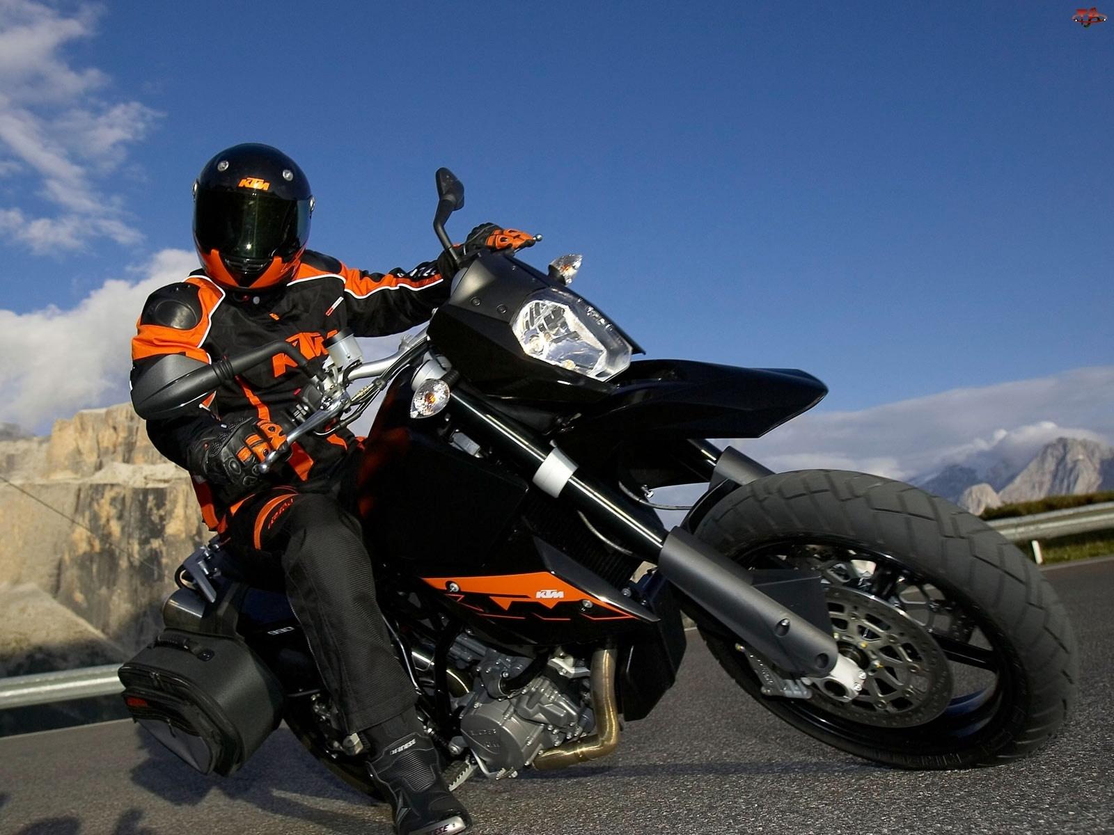 Zakręt, KTM 990 Supermoto, Ostry