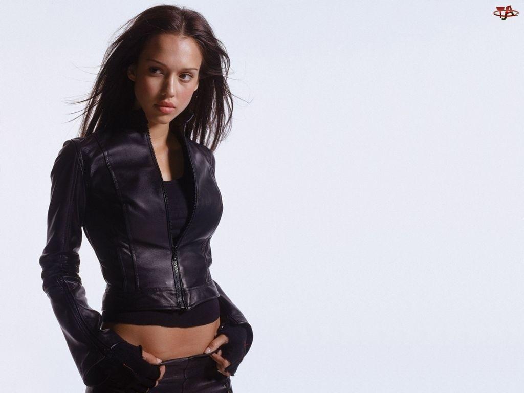 Jessica Alba, kurteczka