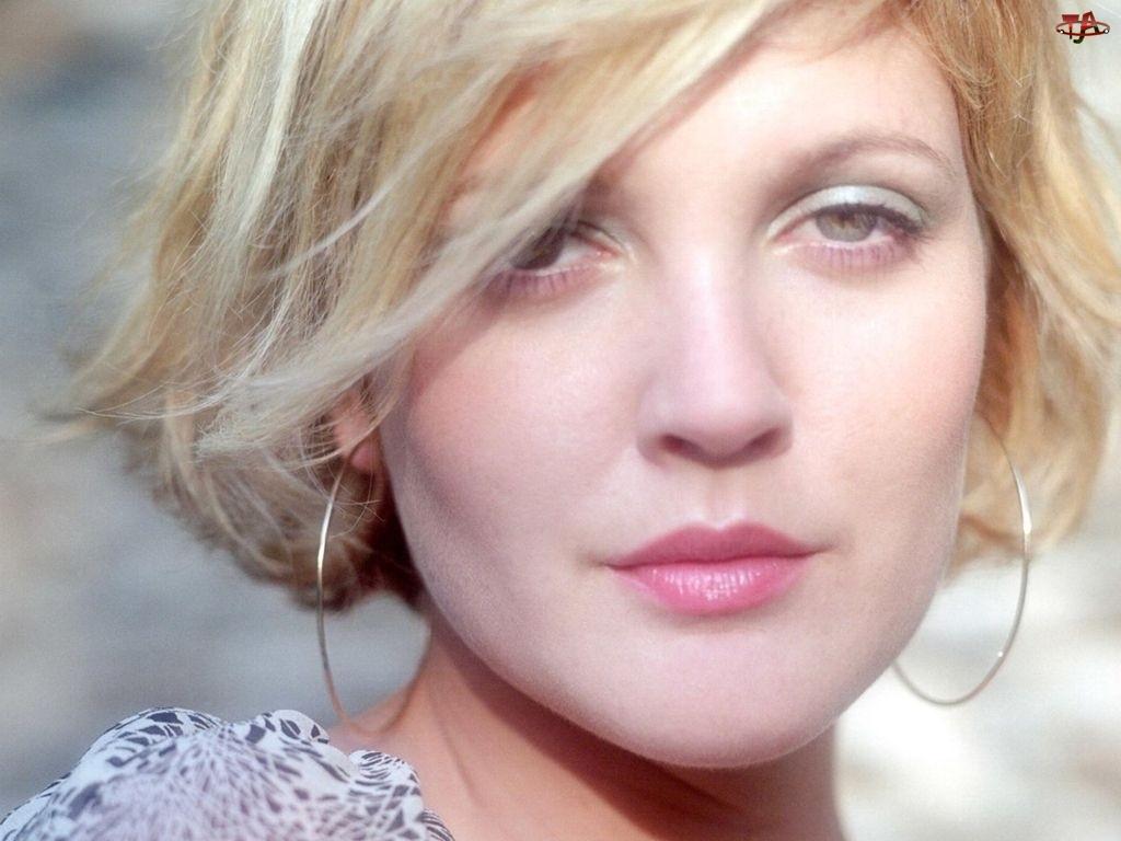 Drew Barrymore, kolczyki