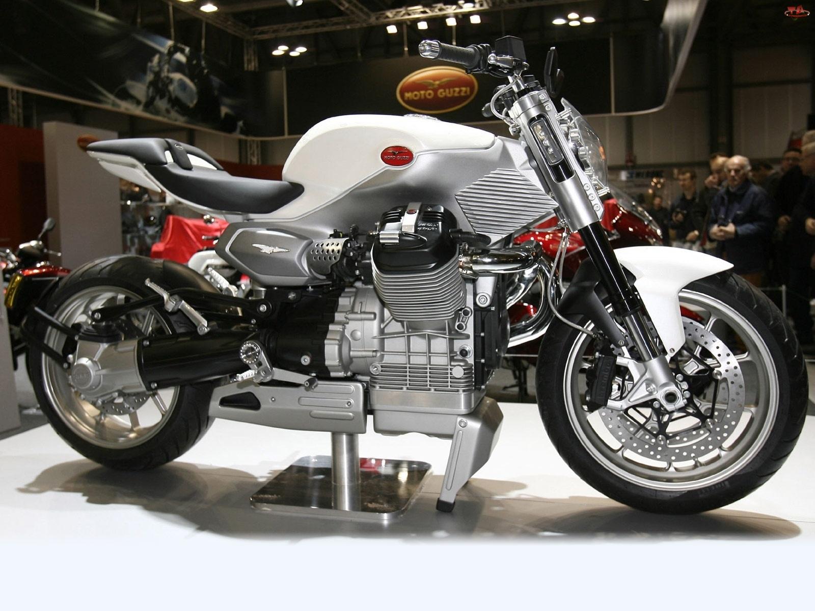 Moto Guzzi V12 Strada, Wystawa