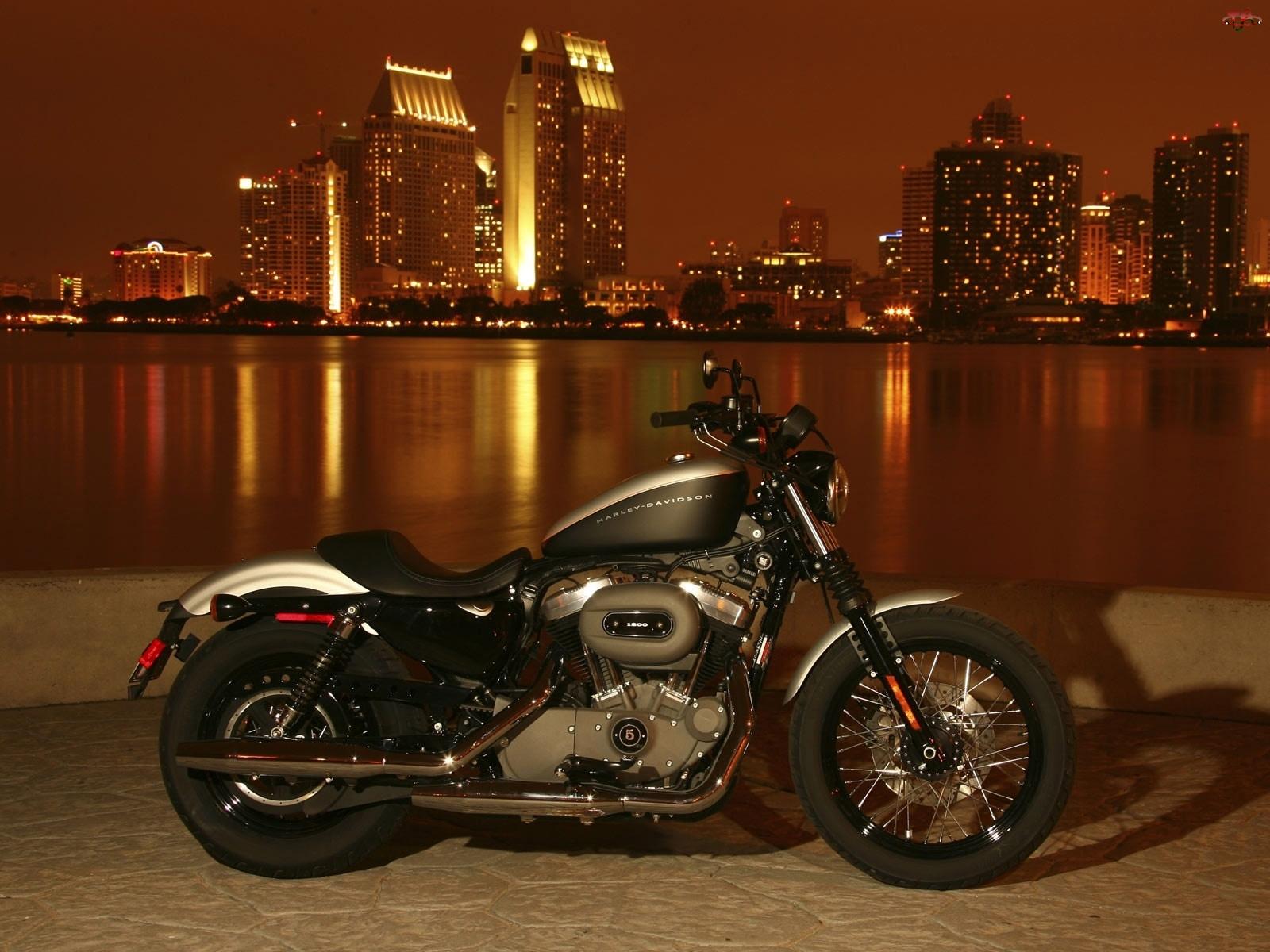 Noc, Harley-Davidson Sportster 1200N, Miasto