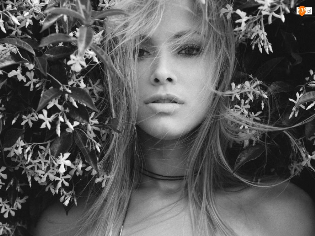 Kristanna Loken, Kwiaty