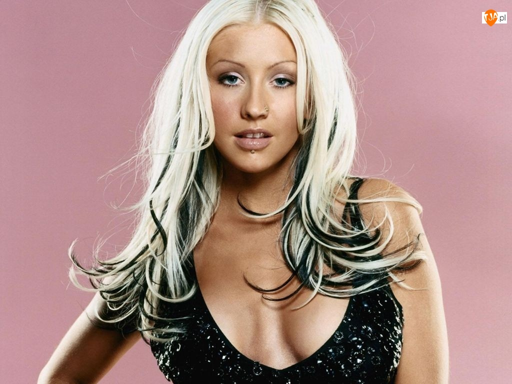 Christina Aguilera, kolczyk