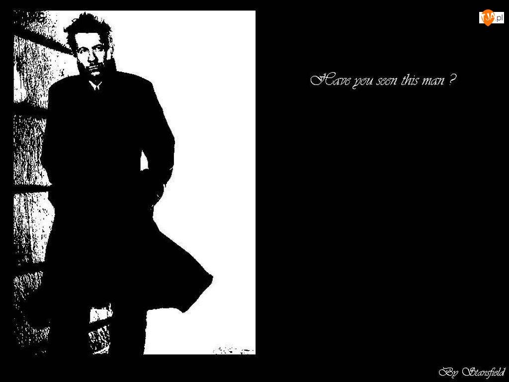 Gary Oldman, czarny płaszcz