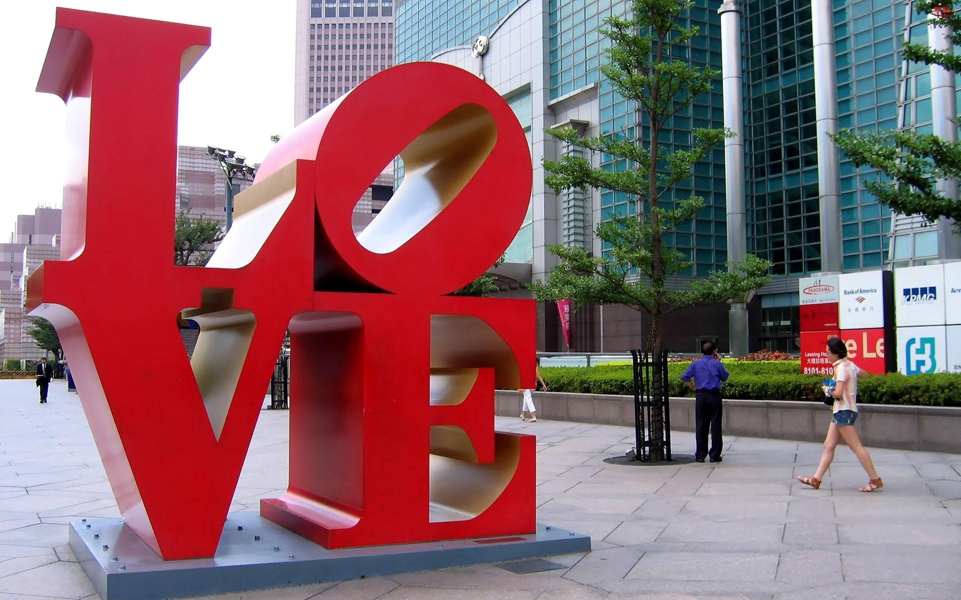 Love, Taipei, Pomnik