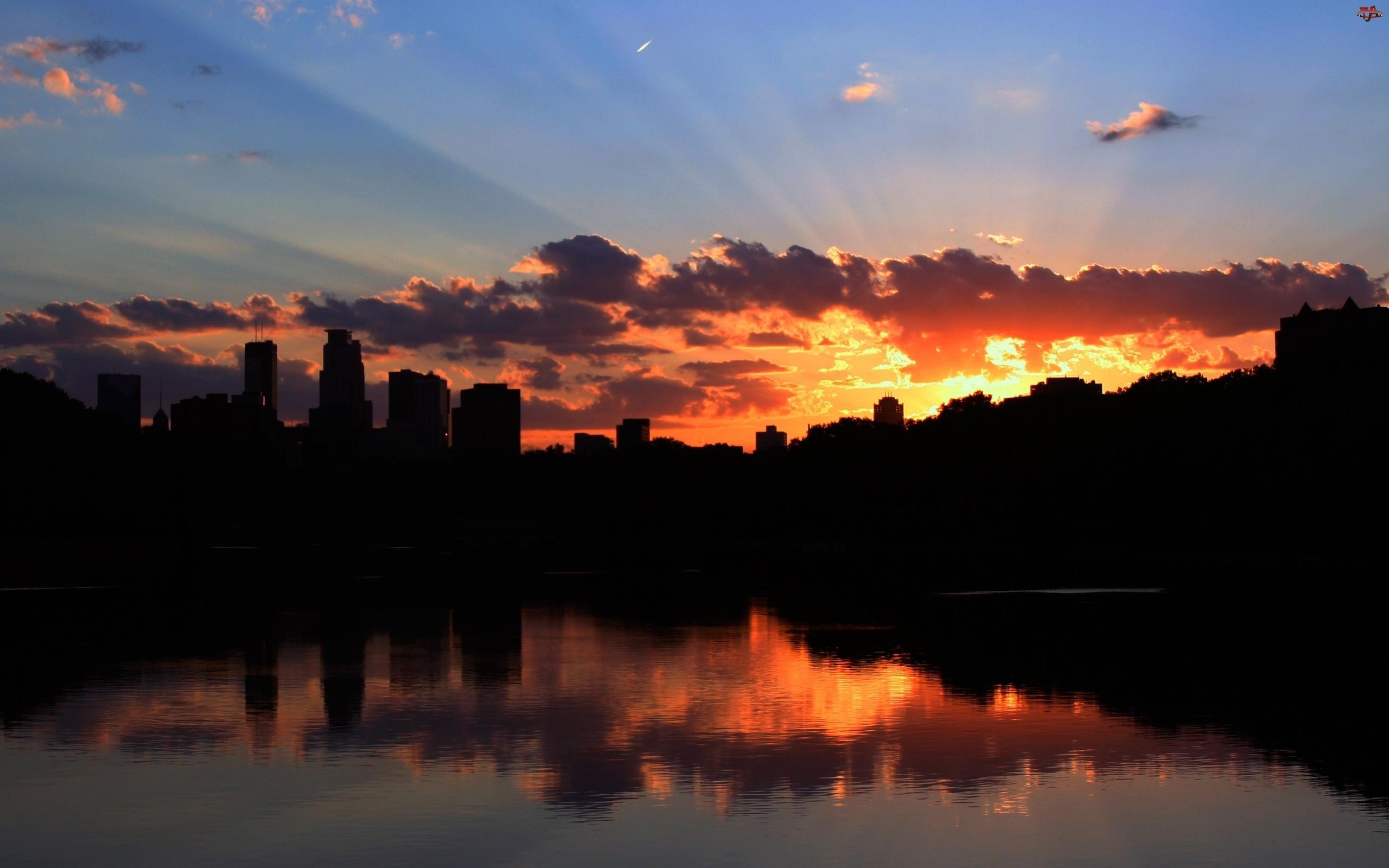 Zachód Słońca, Minneapolis