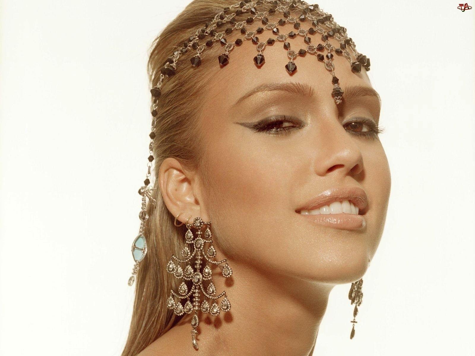 Jessica Alba, Biżuteria, Kolczyki, Stroik