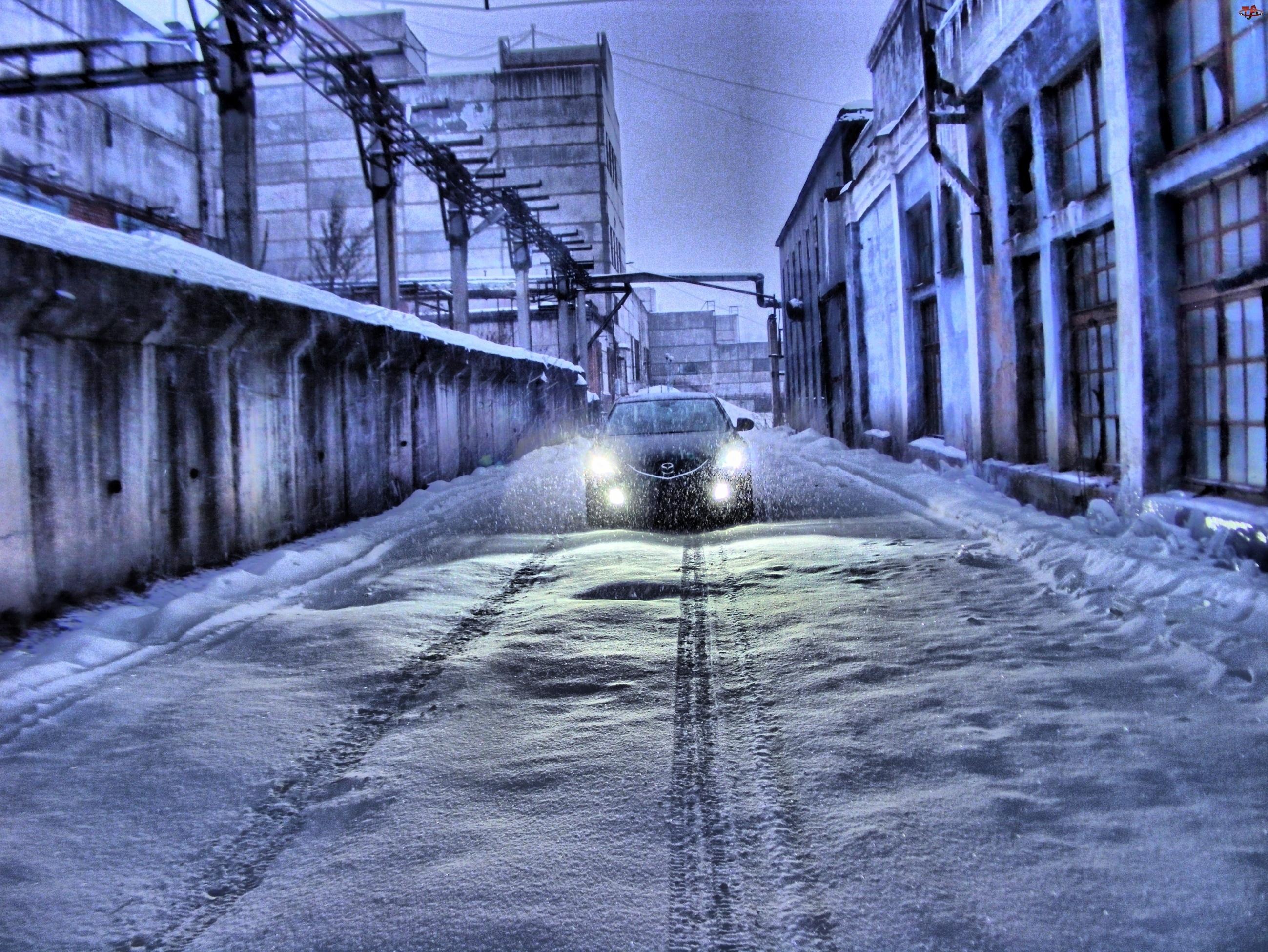 Ulica, Mazda, Ośnieżona