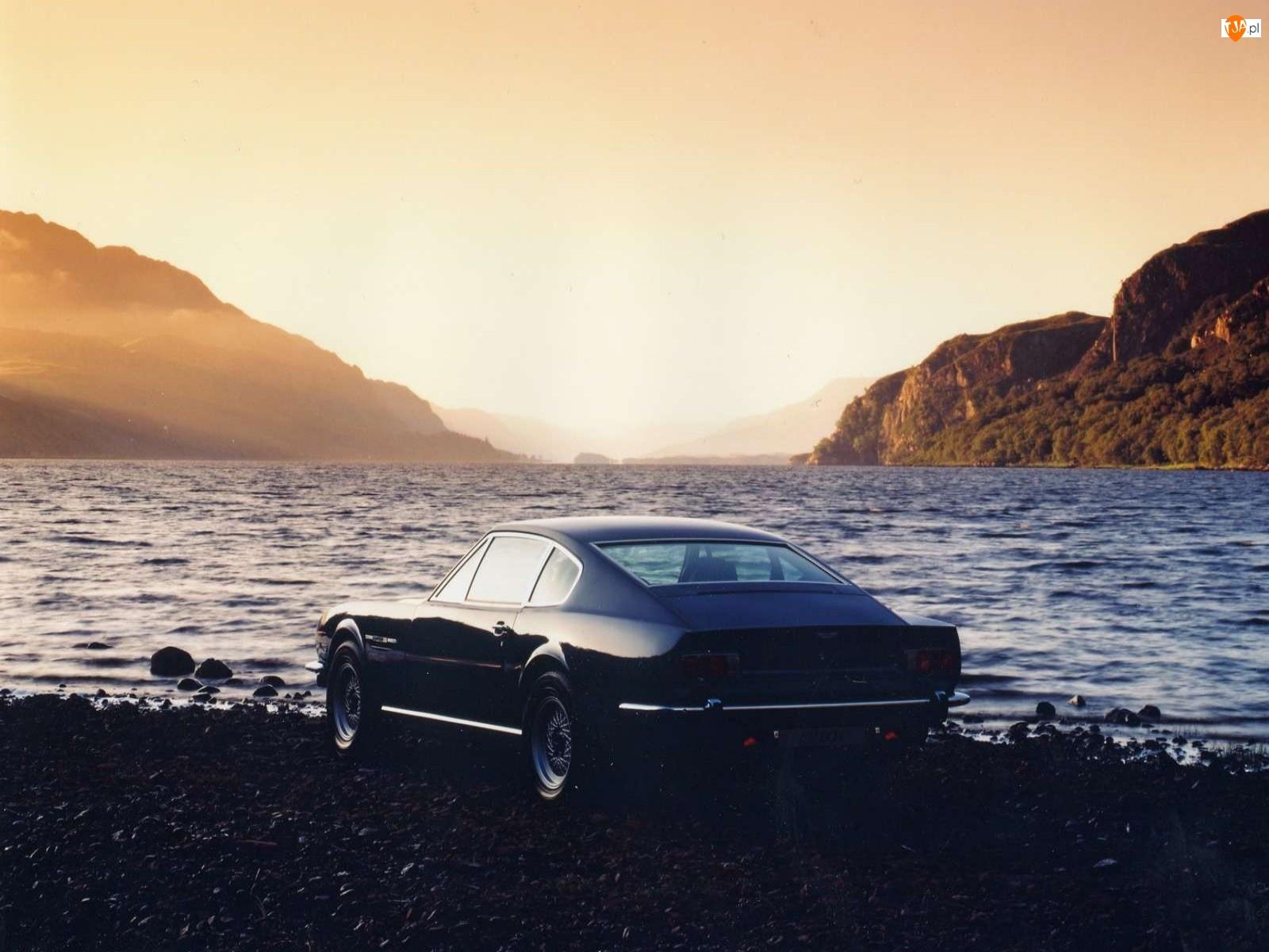 Aston Martin V8, Zatoka