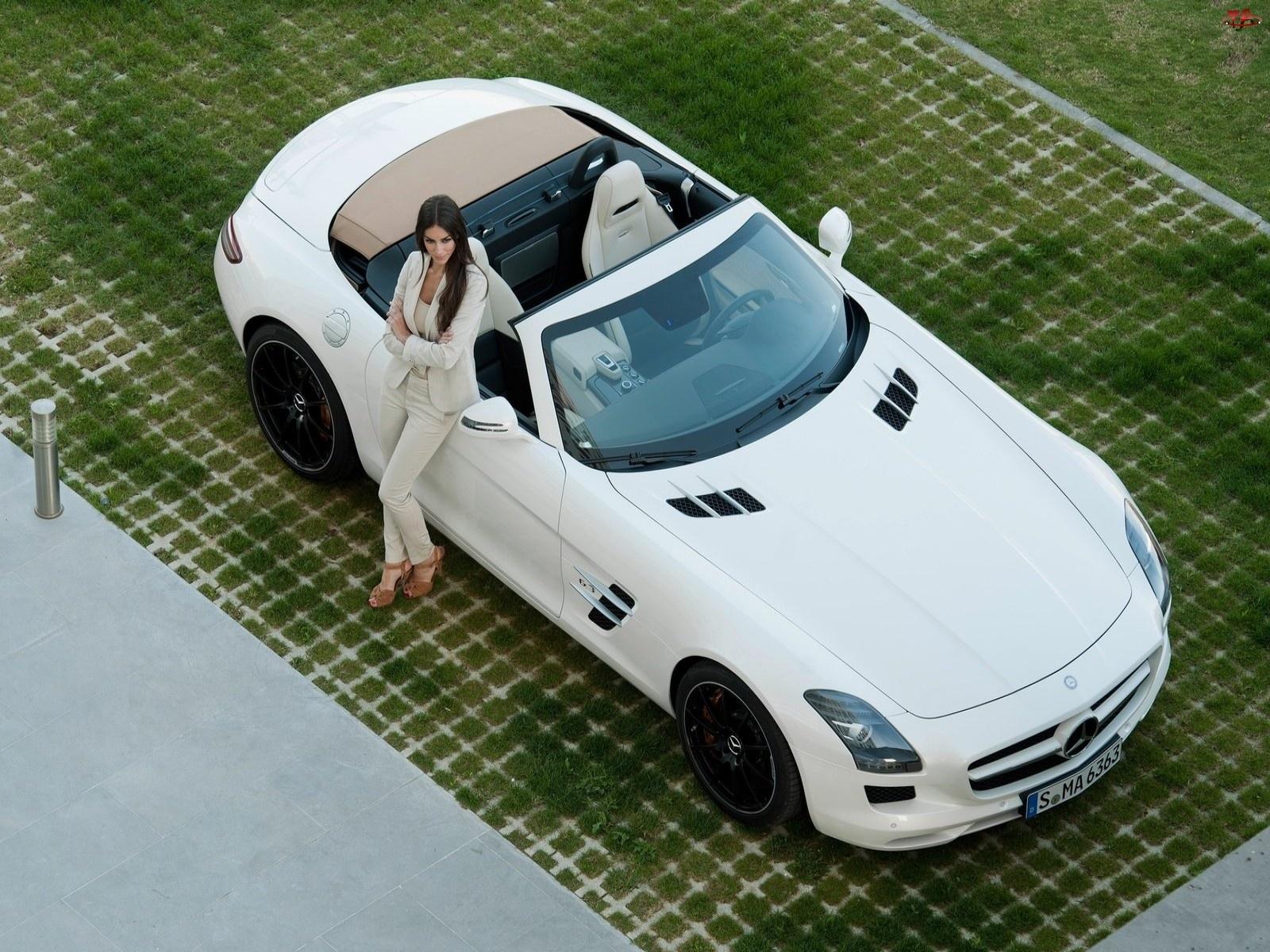 Mercedes-Benz SLS Roadster, Kobieta