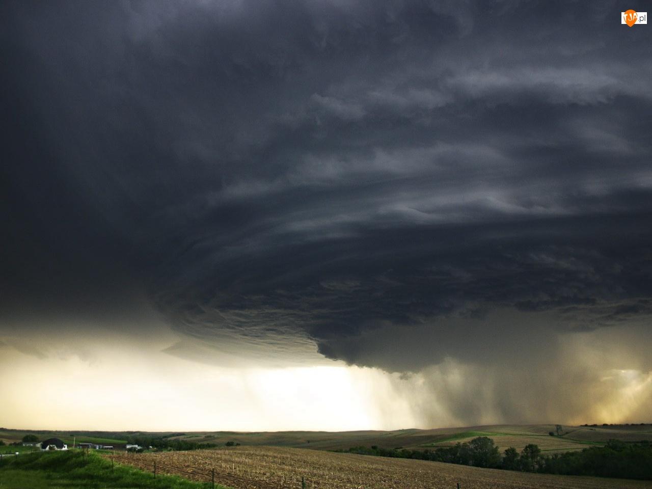 Tornado, Chmury