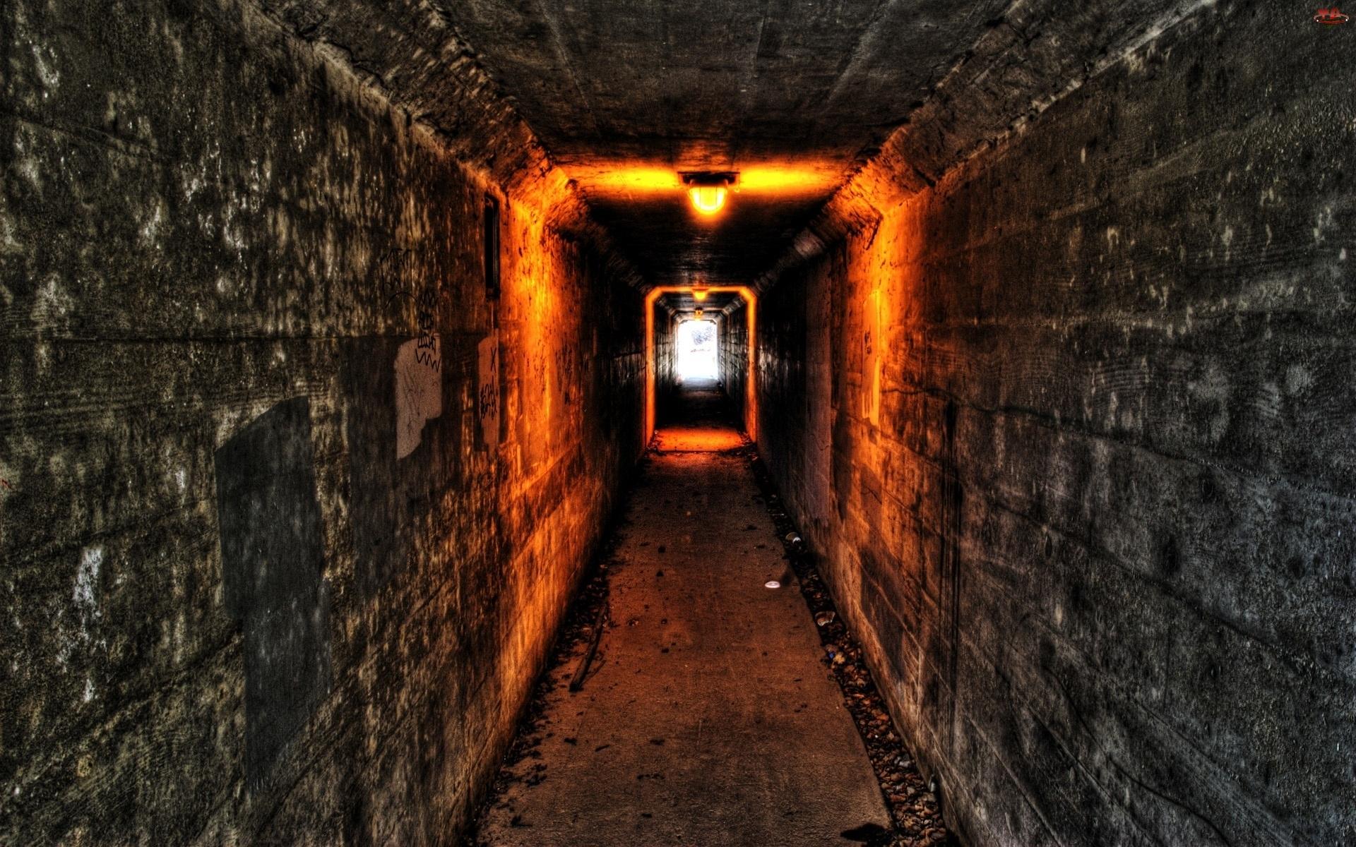Tunel, Piwnica, Światła