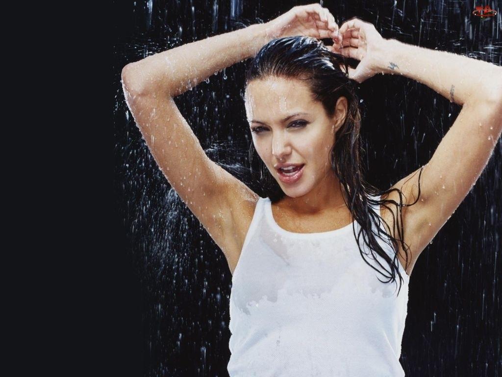 mokre włosy, Angelina Jolie, biały top