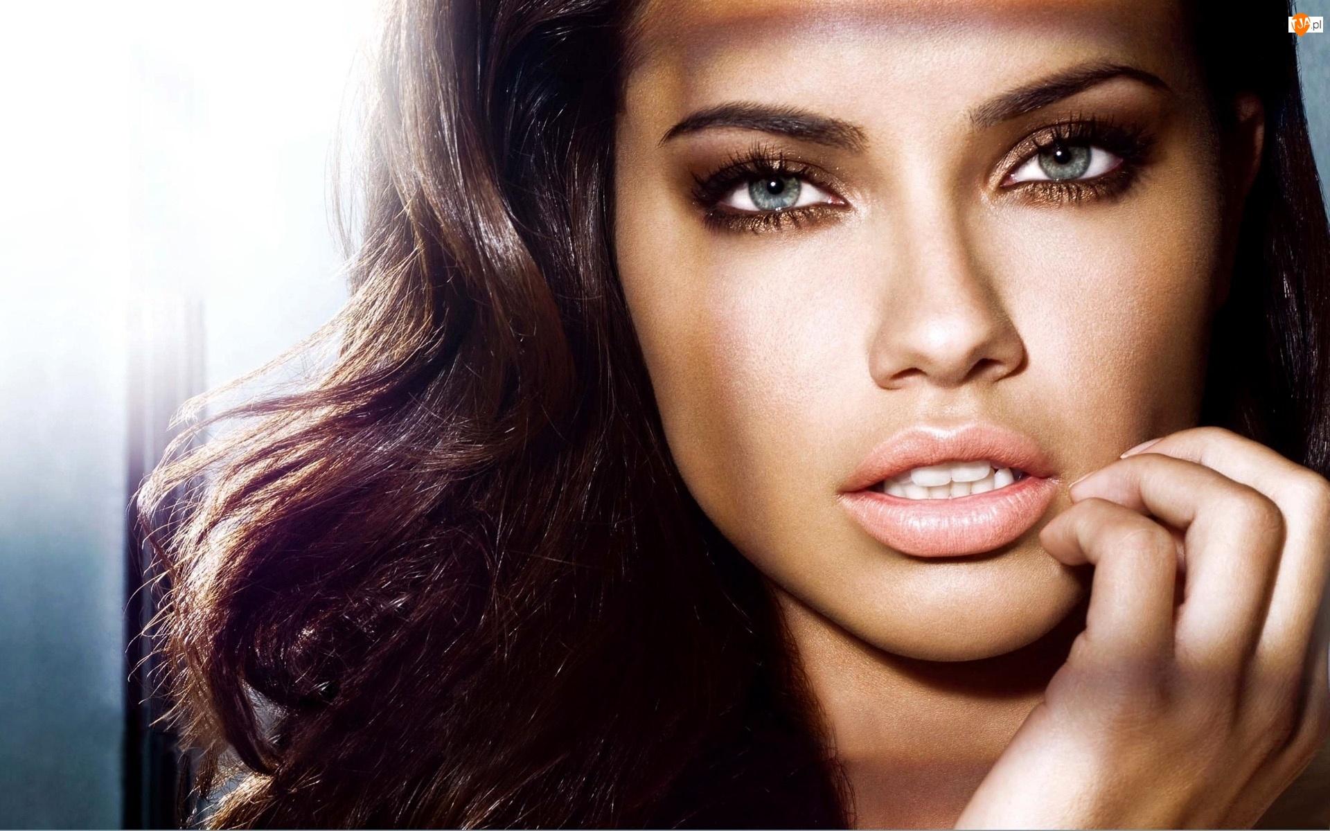 Twarz, Adriana Lima, Modelka