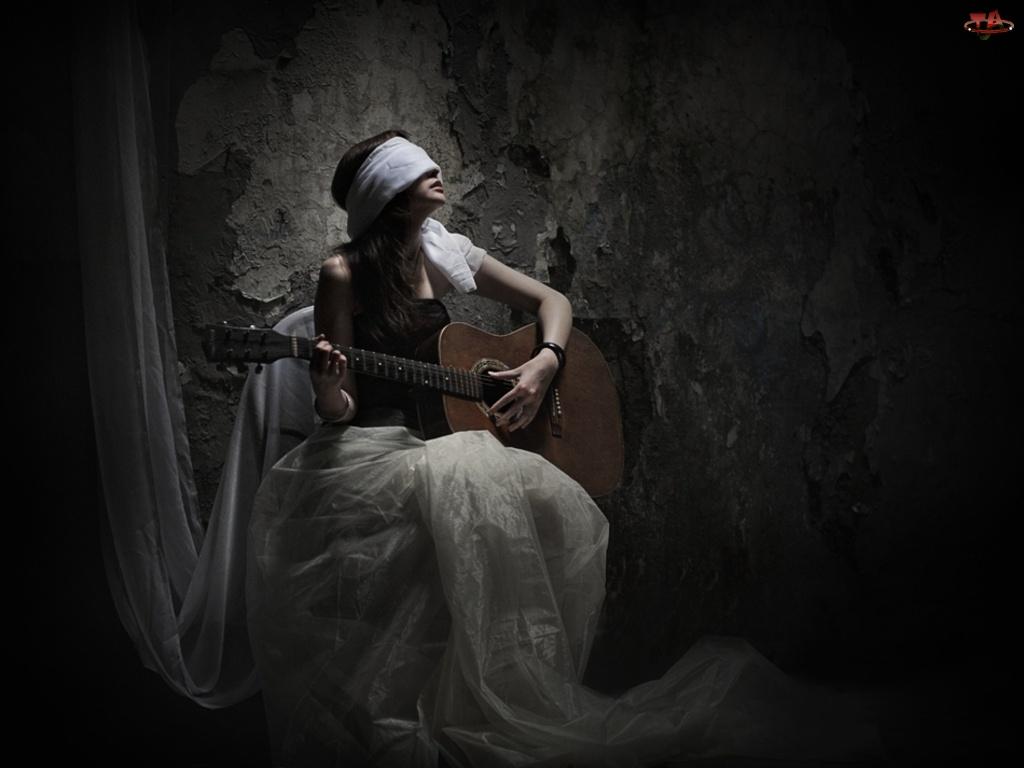 Kobieta, Gitara, Mrok