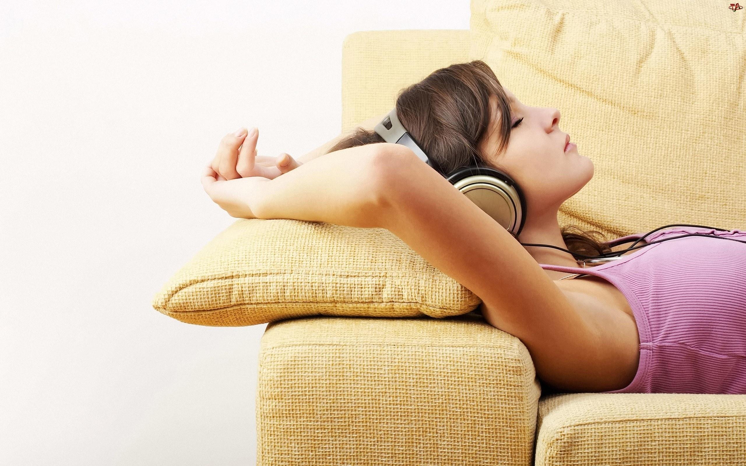 Słuchawki, Kobieta, Sofa, Zasłuchana