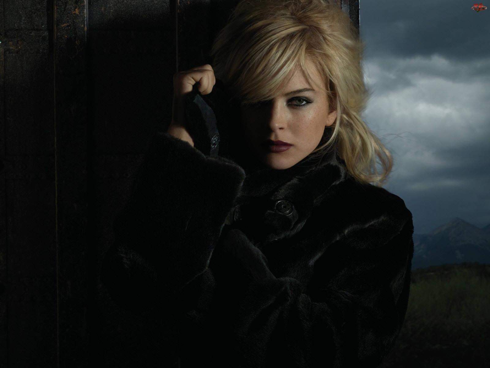 Płaszczyk, Lindsay Lohan, Czarny